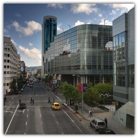 Moscone West Center  готовится к WWDC 2011
